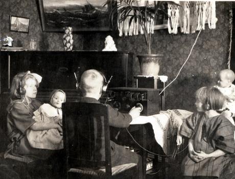 1927-radio.jpg